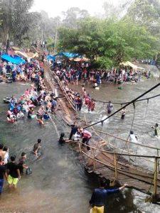 Jembatan Objek Wisata Pemandian Desa Lubuk Langkap Ambruk
