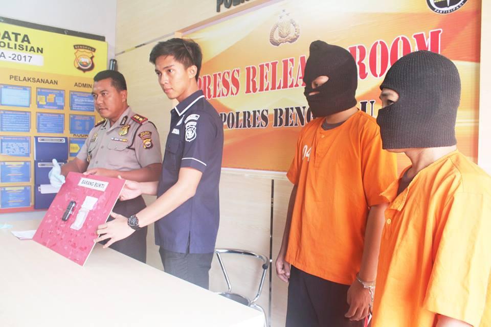 Polisi Ciduk 2 Pemuda Kedapatan Membawa Ganja