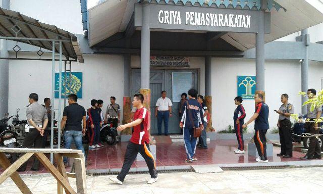 Ratusan Napi Mengamuk, Polisi Bantu Amankan Lapas Curup