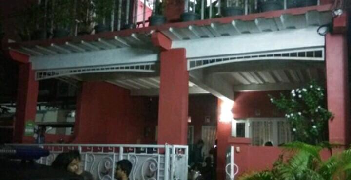 Polisi Bawa Pelaku Perampokan Pondok Indah Ke Rumahnya