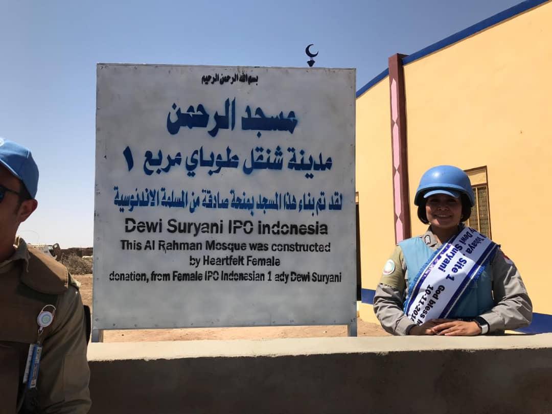 Polwan Indonesia Bangunkan Mesjid untuk Warga di Darfur, Sudan