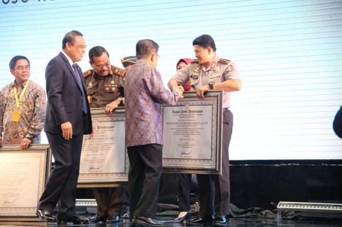 Sukses Bangun Zona Integritas Menuju WBK/WBBM, Kapolri Raih Penghargaan Dari Wapres RI