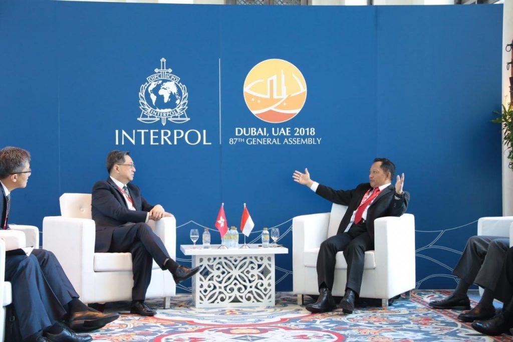 Kapolri Melaksanakan Pertemuan Bilateral Dengan Commissioner of Hong Kong Police Force