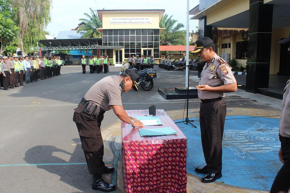 Kapolres Bengkulu Serahkan Kendaraan Dinas Patroli
