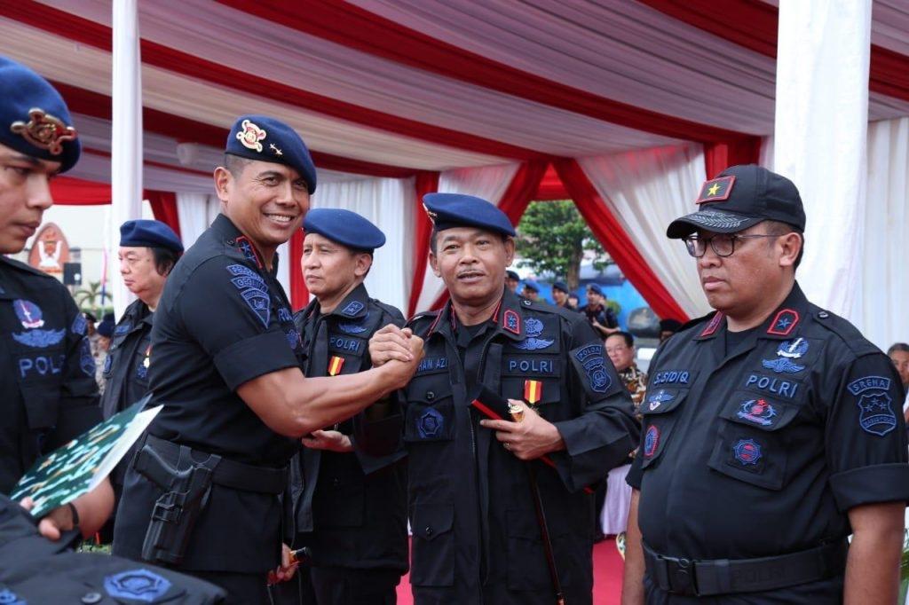 Upacara Penganugerahan Warga Kehormatan Korps Brimob Polri