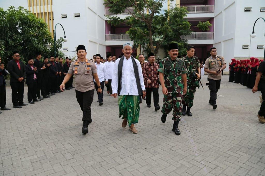 Wakapolri Bersama Panglima TNI Silaturahmi ke Ponpes Bumi Sholawat