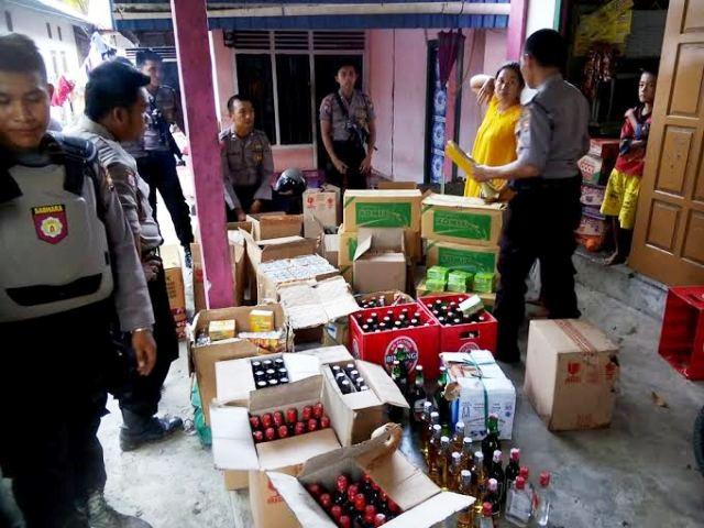 Ratusan Miras, Lem dan Obat Batuk Di sita Polisi