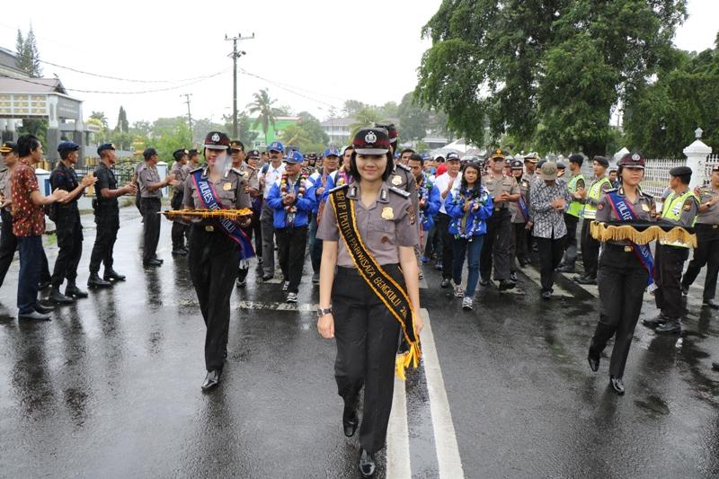 Di Iringi Hujan Deras, Polisi  Sambut Kontingen Atlet Pon