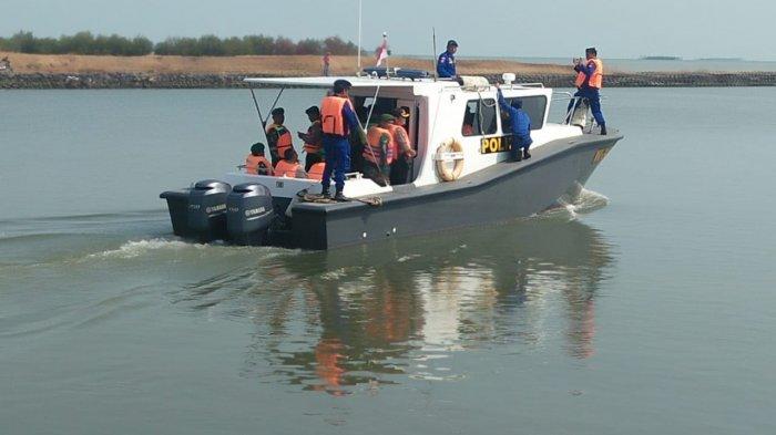 Tim Gabungan TNI-Polri Menyisir Perairan Indramayu Cari Korban dan Serpihan Lion Air JT-610