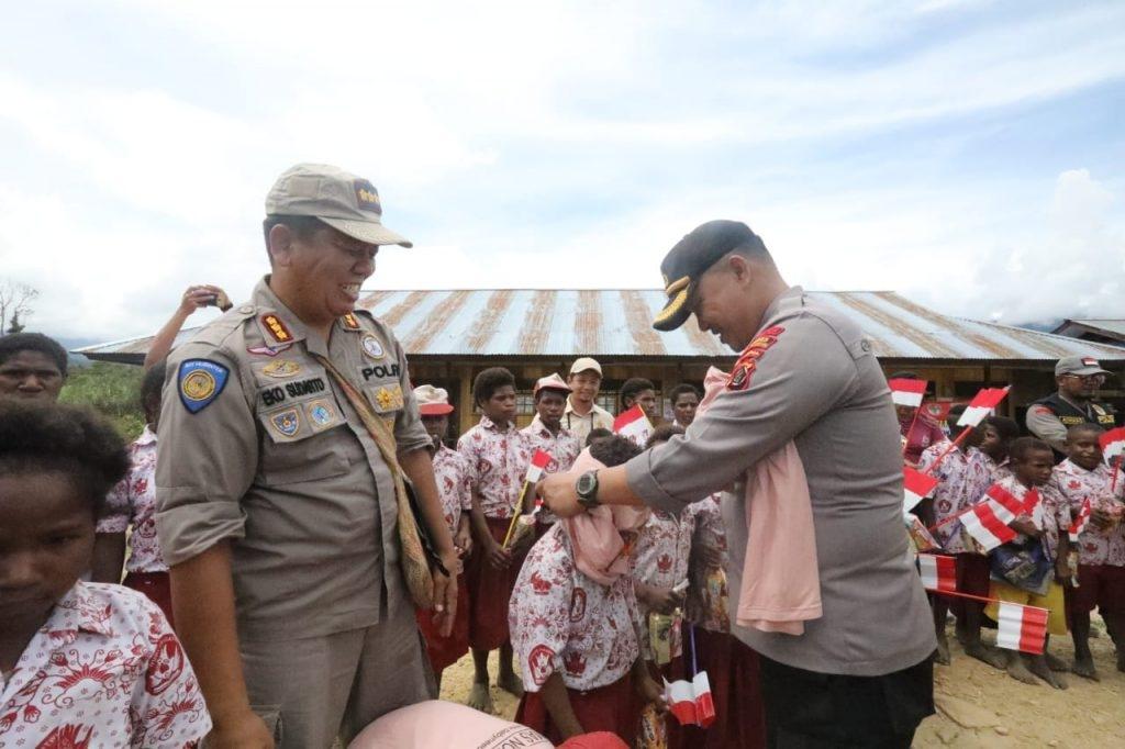 Dinas Pendidikan Pegunungan Bintang Apresiasi 'Polisi Pi Ajar' Binmas Noken Polri