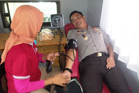 Kapolres Donor Darah, Sunatan Masal Berjalan Lancar
