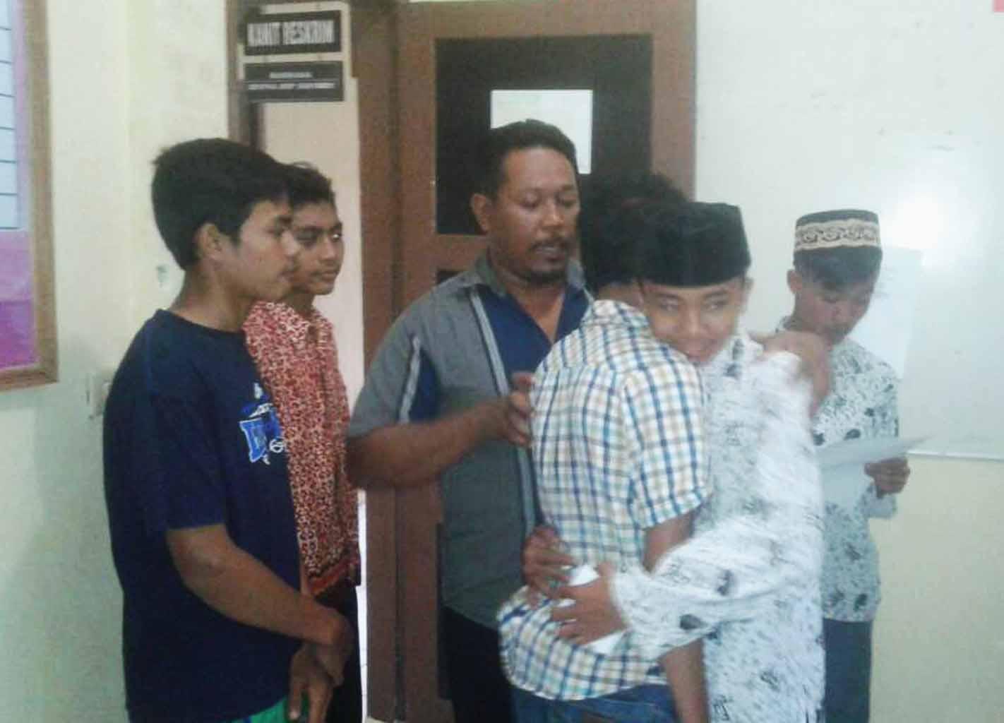Peran Bhabinkamtibmas Selesaikan Perkelahian Antar Pemuda Dengan Damai