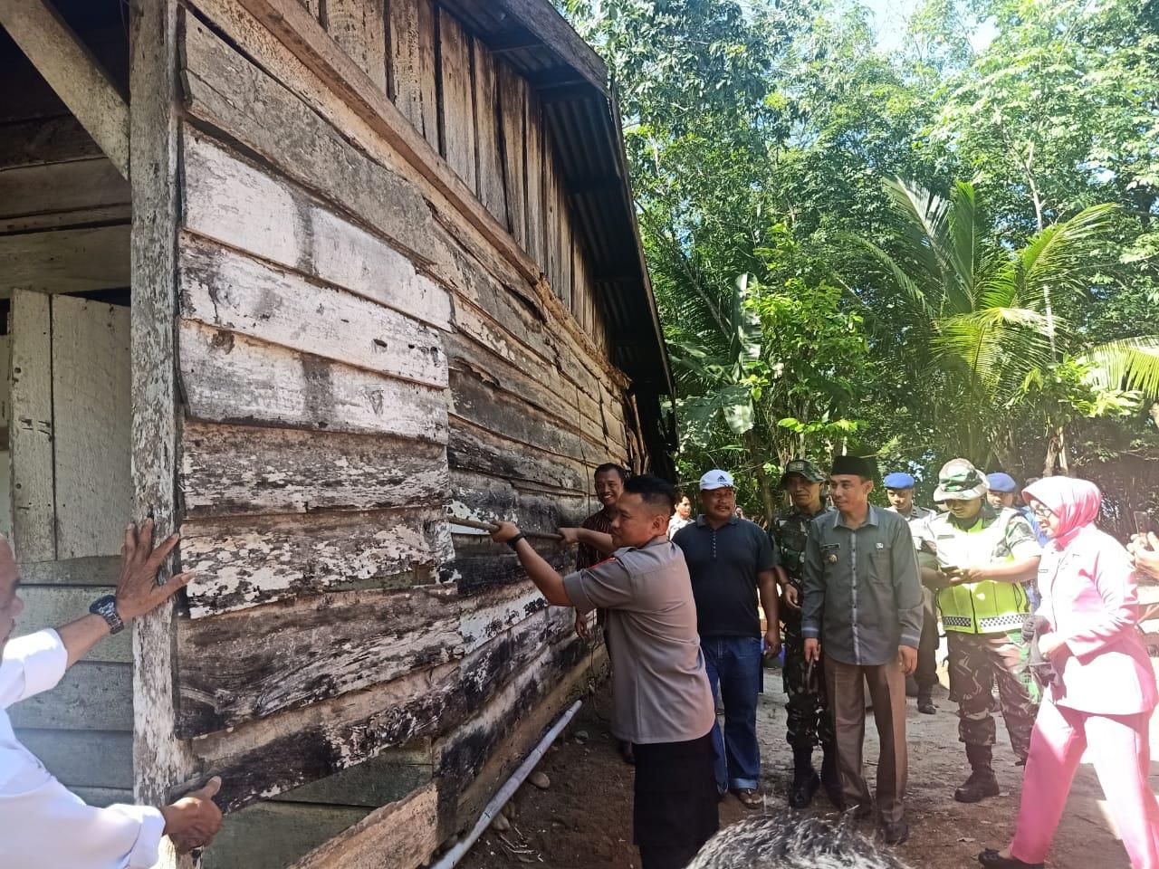 Kapolres Kaur Letakkan Batu Pertama Program Bedah Rumah