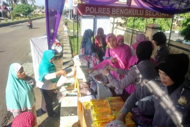 Tekan Harga Pasar, Polres dan Bulog Gelar Bazar