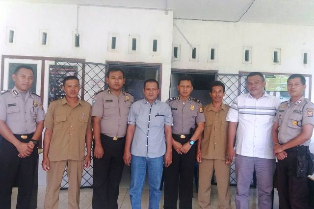 Bina Waspada : Polisi Sambangi SMP dan Balai Desa