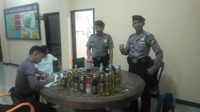 Puluhan Botol Miras Disita Polisi
