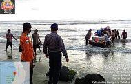 Polair Bersama SAR Evakuasi Kapal Nelayan Karam di Pantai Pasar Bawah BS