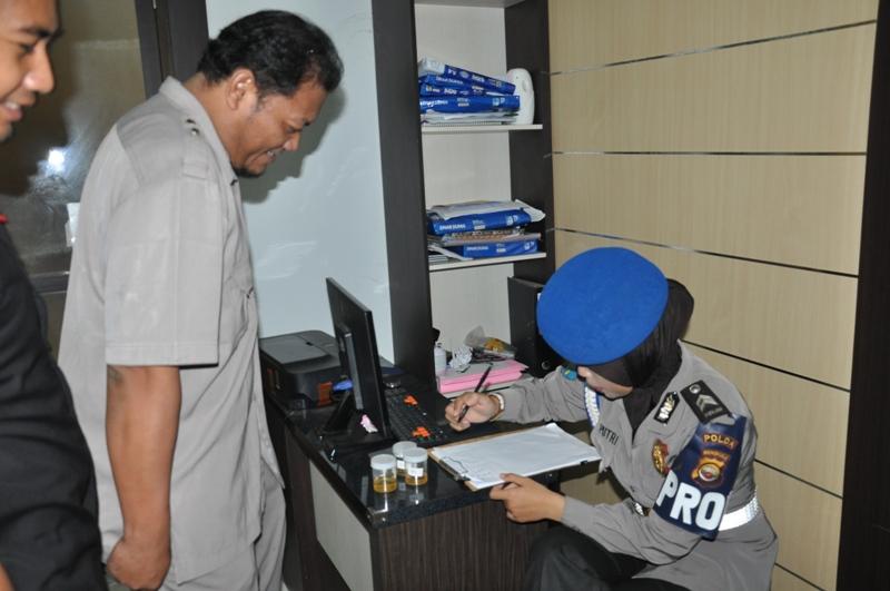 Anggota propam wajib tes urine