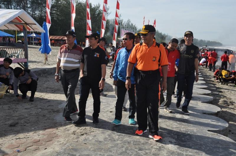 HUT Bhayangkara, Polisi Ajak Komunitas Bersihkan pantai