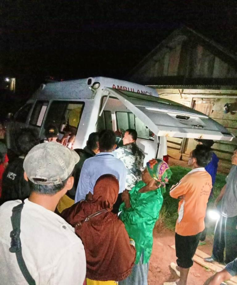 Bantu Masyarakat, Bhabinkamtibmas Gotong Jenazah 6 KM