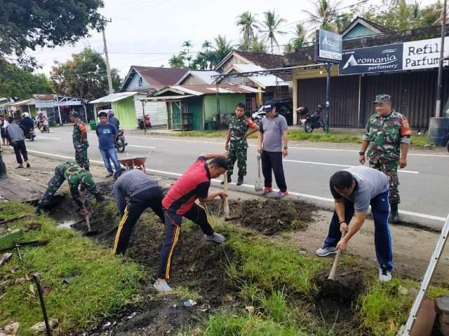 Peduli Lingkungan, Polsek Ajak Koramil Dan Masyarakat GORO