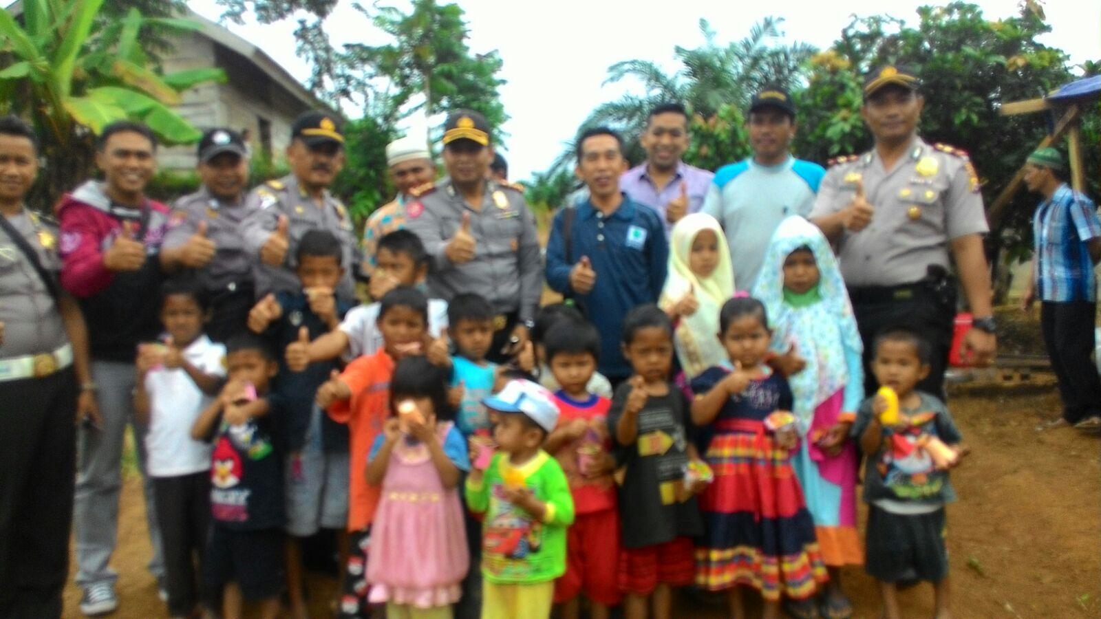 Polisi Kunjungi Desa Terpencil