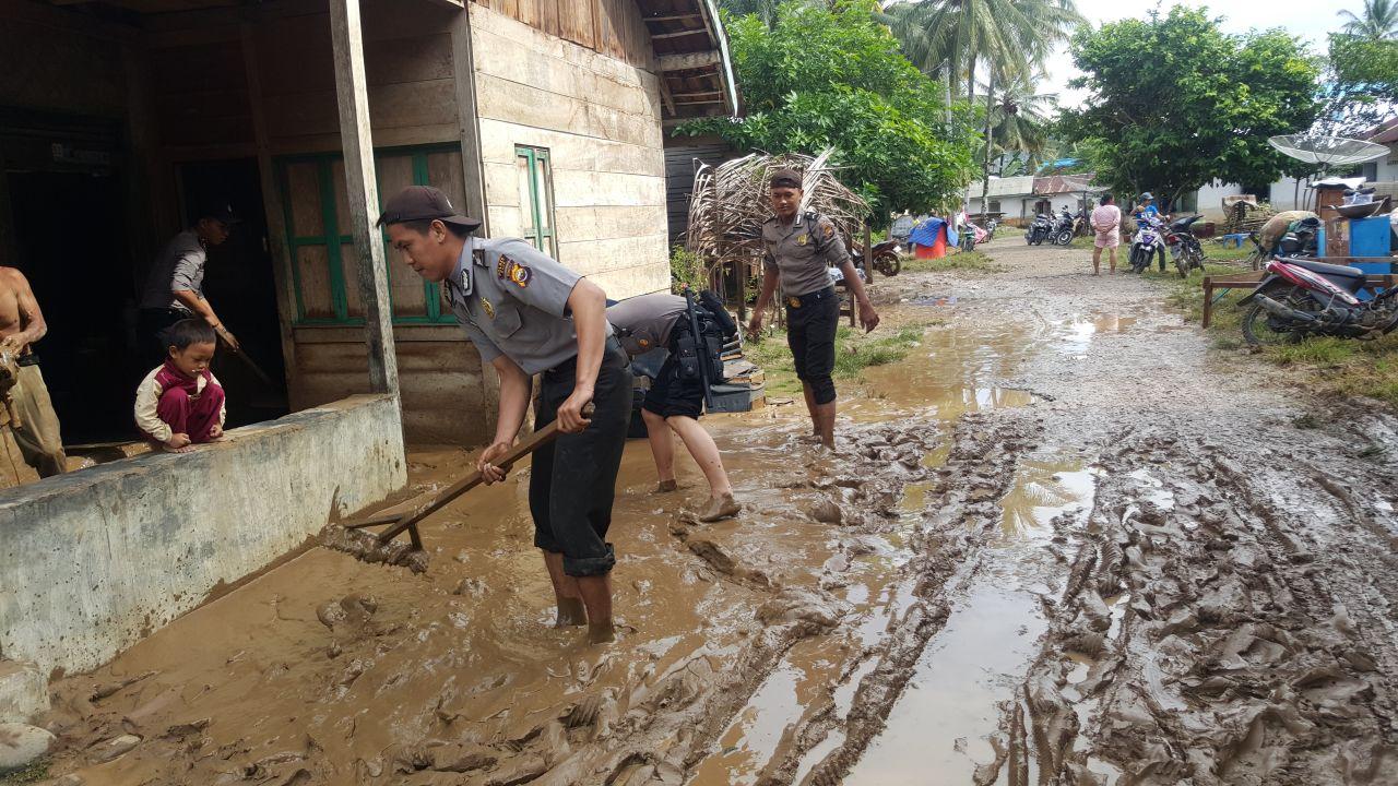 Banjir, Polisi Bantu Warga