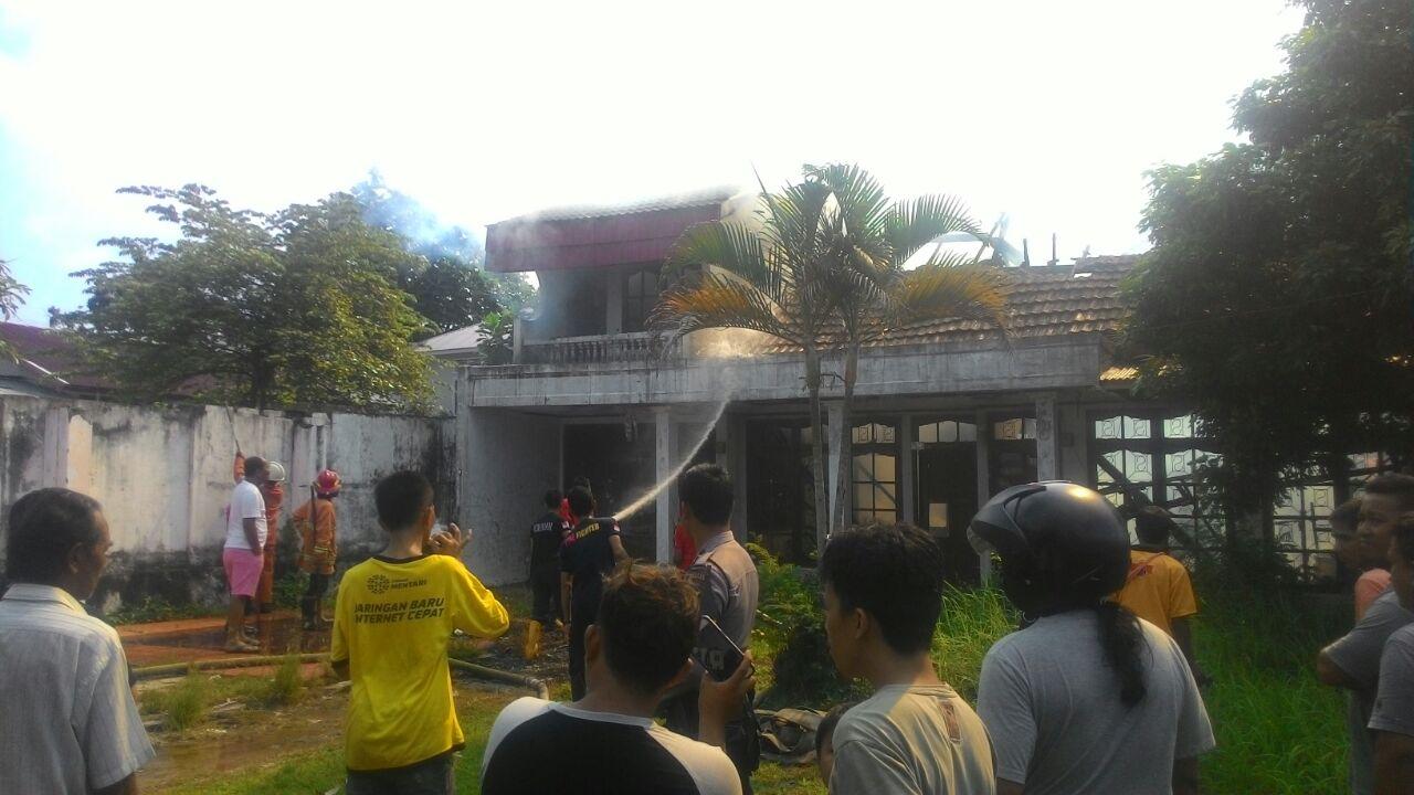 Kapolsek Ratu Samban Turun Langsung Amankan Lokasi Kebakaran Rumah di Belakang RS Kota Bengkulu