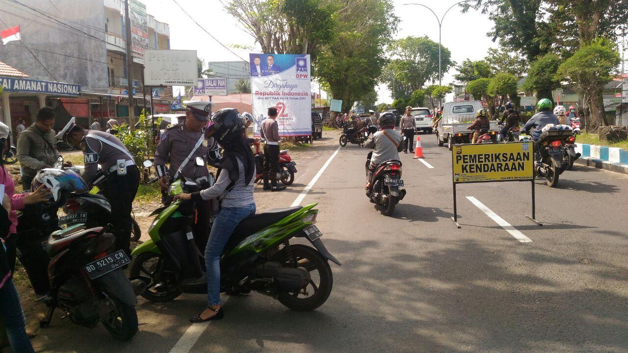 Operasi Rutin, Satuan Lalu Lintas Gelar Pemeriksaan Kendaraan di Jalan Sutoyo