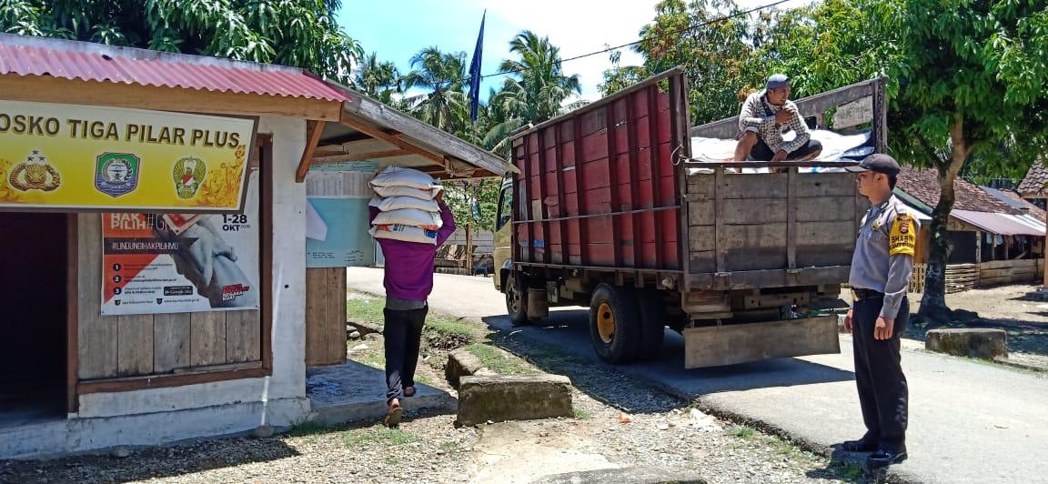 Jalankan Fungsi Pengawasan, Bhabinkamtibmas Polsek Make Datangi Lokasi Distribusi Rastra