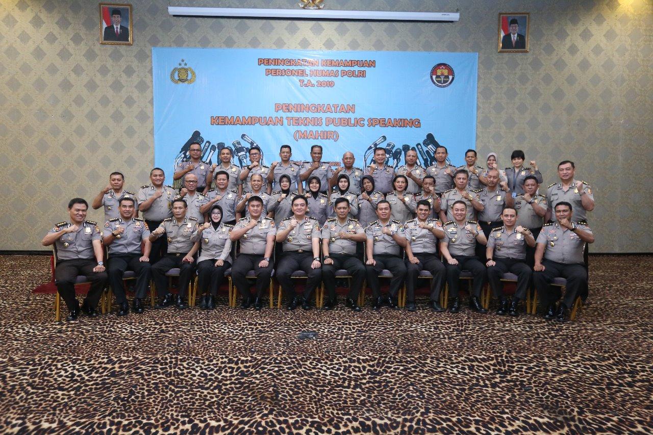 Divhumas Polri Laksanakan Kegiatan Pelatihan Publik Speaking.