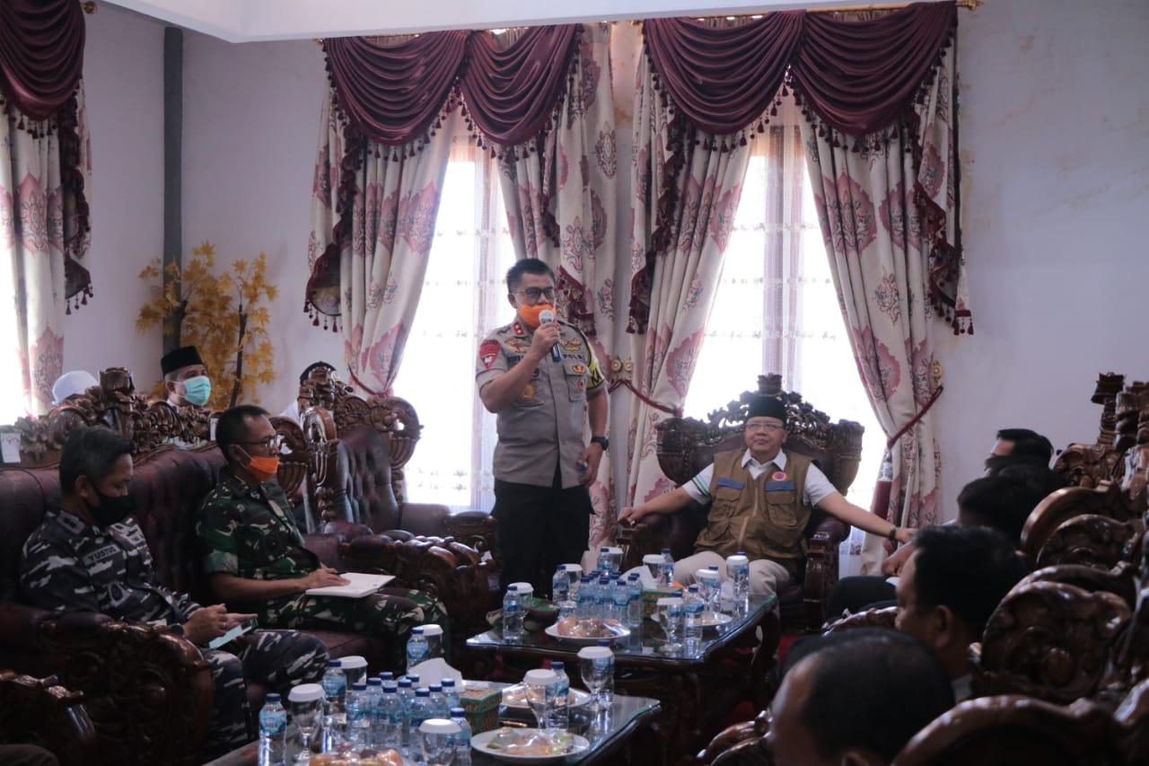 Tanggulangi Penyebaran Virus Covid -19, Kapolda Bersama Forkopimda pantau Perbatasan Mukomuko-Padang