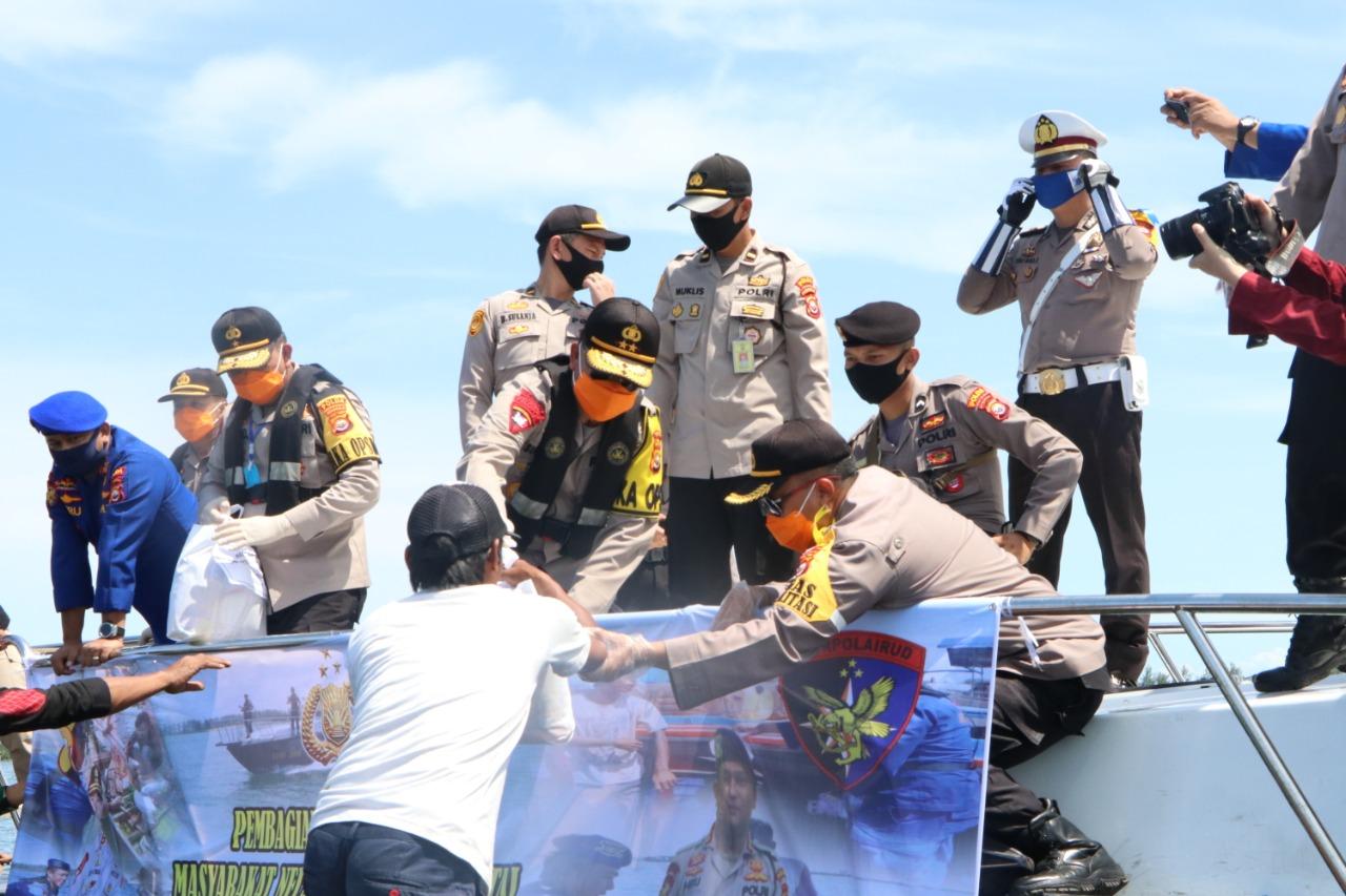 Polri – TNI berikan bantuan !!! Masyarakat Dirumah saja
