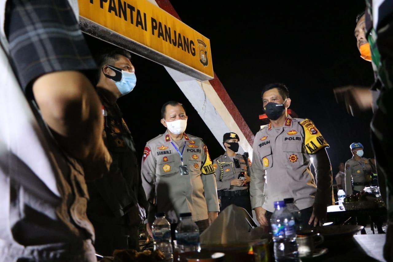 Kapolda dan PJU Pantau Perkembangan Situasi Bengkulu dari Pospol Pantai Panjang