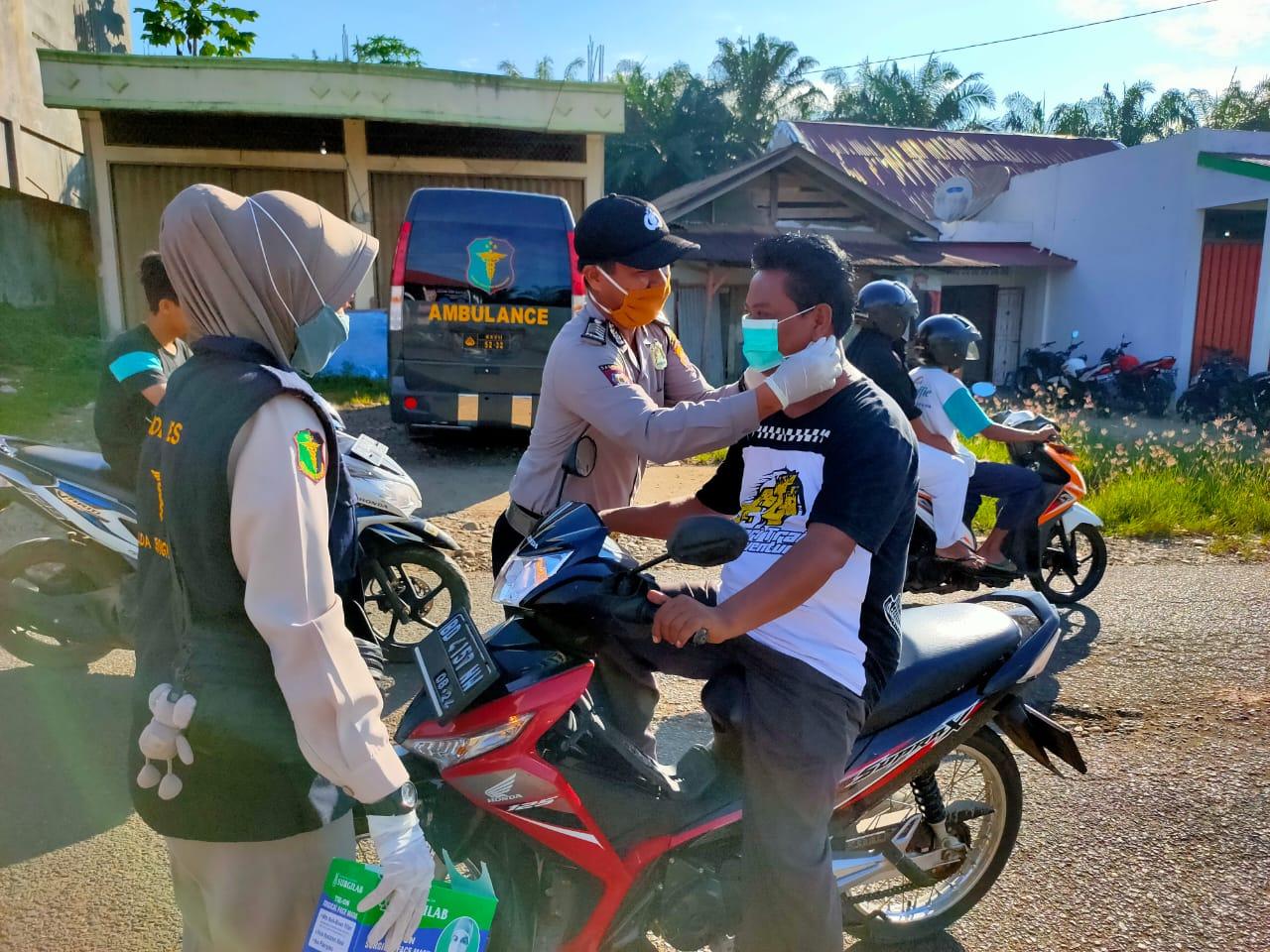 Tingkatkan Kesadaran Masyarakat, Polres Mukomuko Gelar Binluh Disertai Pembagian Masker