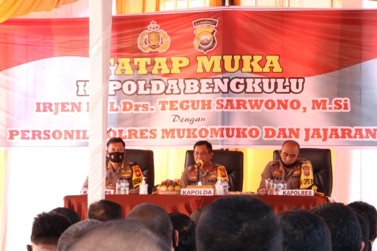 Bangga Atas Kinerja Anggota Polres Mukomuko, Kapolda Bengkulu Berikan Penghormatan