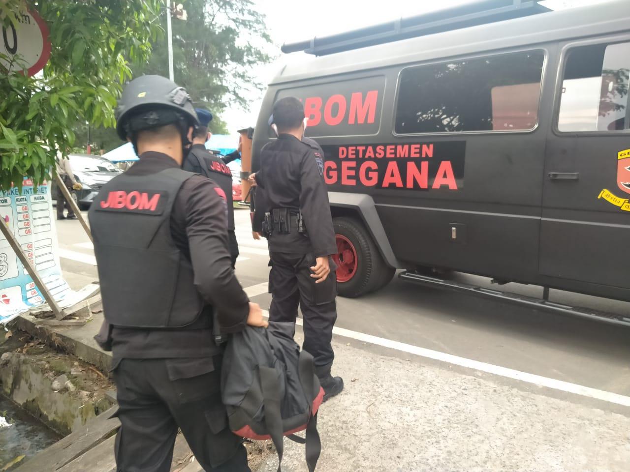 Jibom Gegana Polda Bengkulu Amankan Temuan Besi Yang Diduga Bahan Peledak