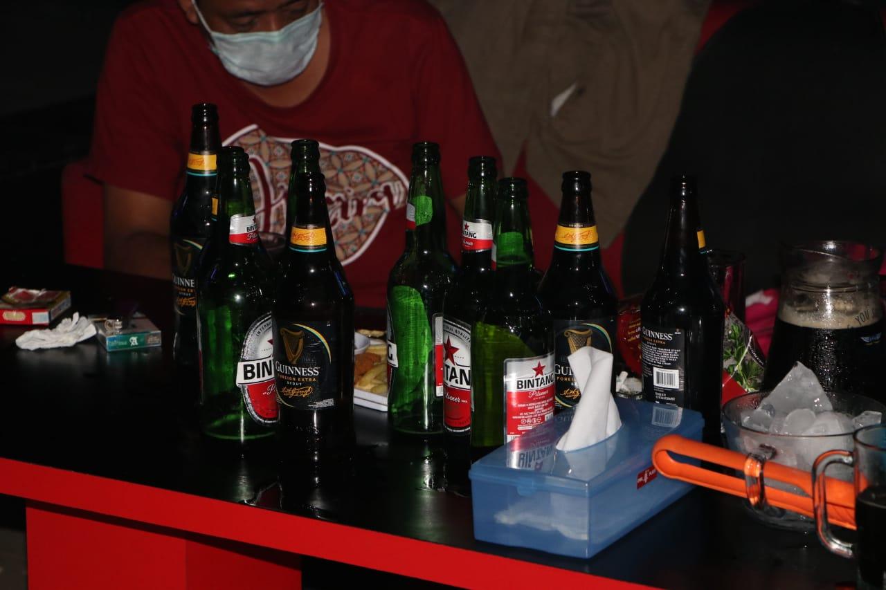 Jaga Situasi Kamtibmas, Ops Nala Sikat Puluhan Botol Miras Dari Tempat Hiburan Malam