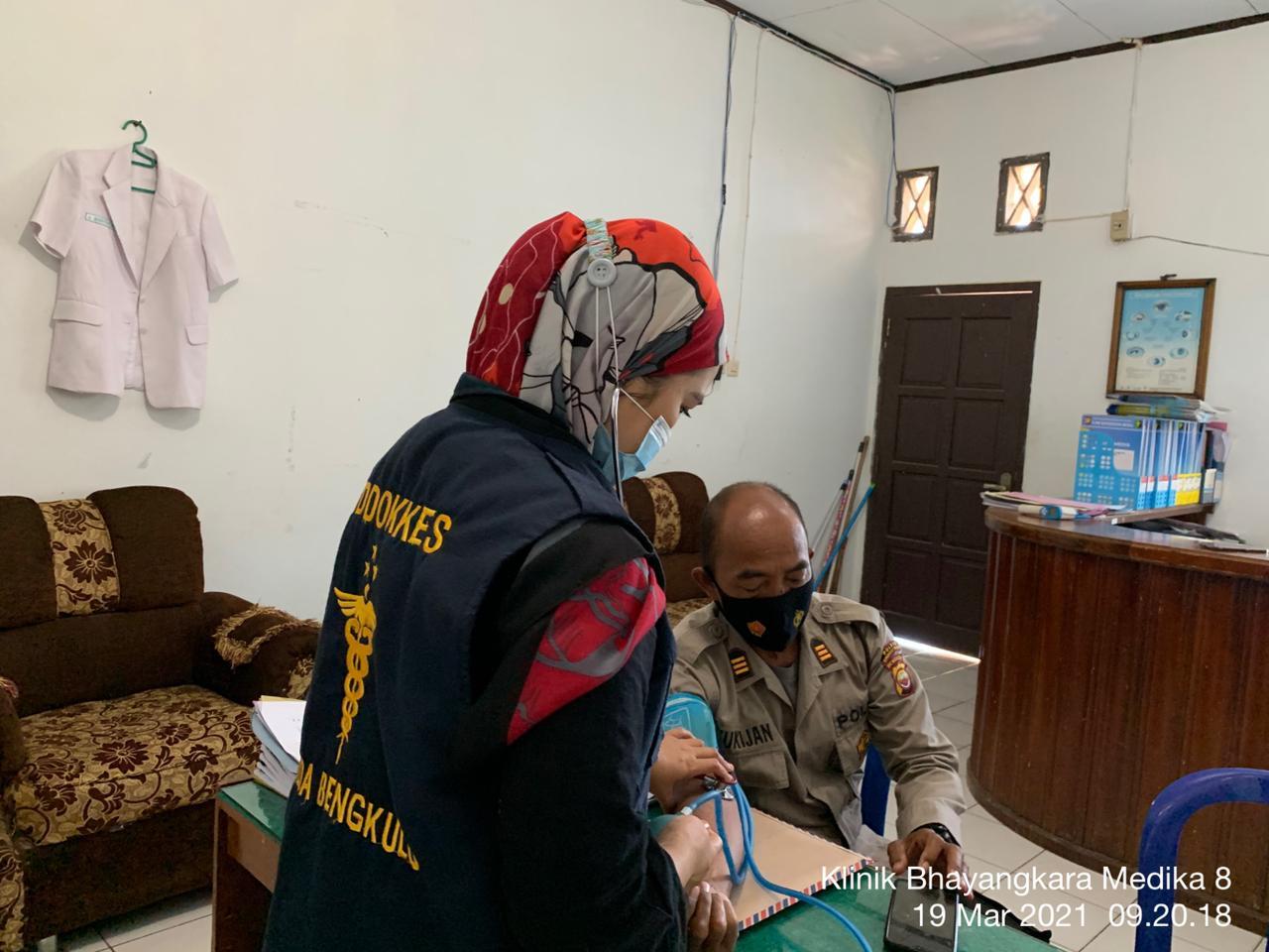 Pelayanan Kesehatan, Urkes Polres BS Gelar Pemeriksaan dan Pengobatan Awal