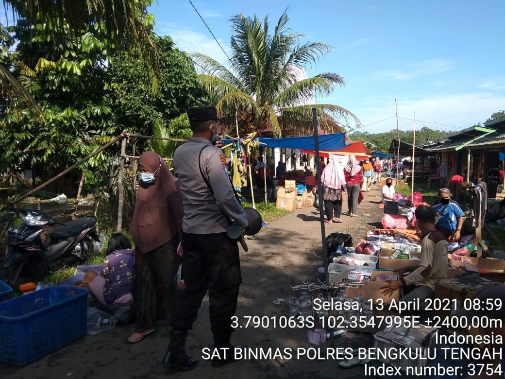 Sambang Pasar, Sat Binmas Polres Benteng Ingatkan Warga Pentingnya Prokes Covid-19