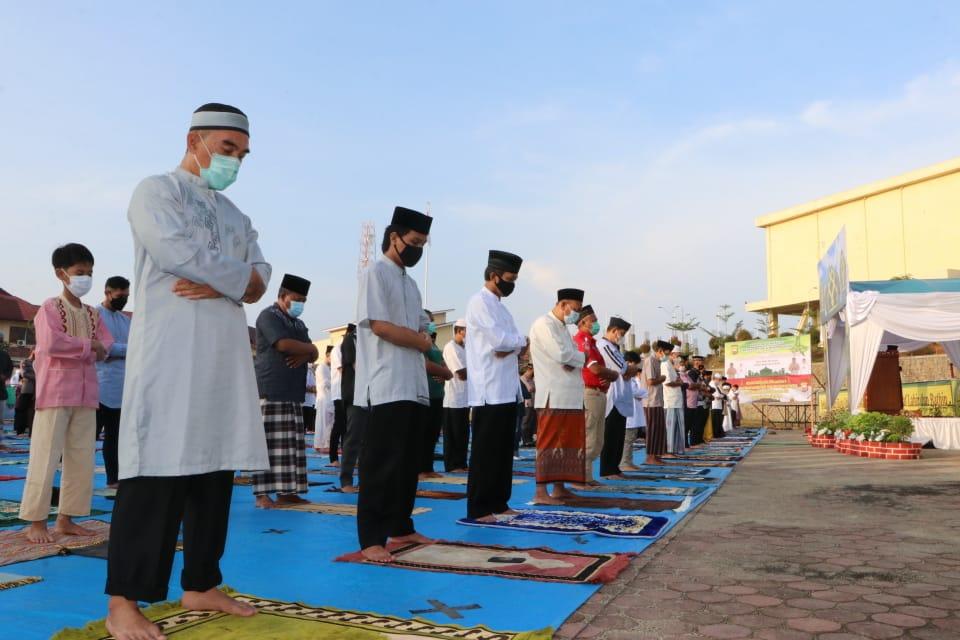 Ketat Prokes Covid-19, Polda Bengkulu Gelar Sholat Idul Fitri di Lapangan Rekonfu