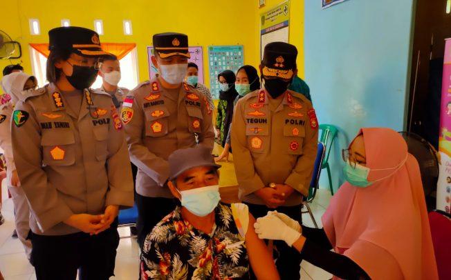 Bid Dokkes Polda Bengkulu Bersama Dinkes Provinsi Kembali Gelar Vaksin Kepada Warga Benteng