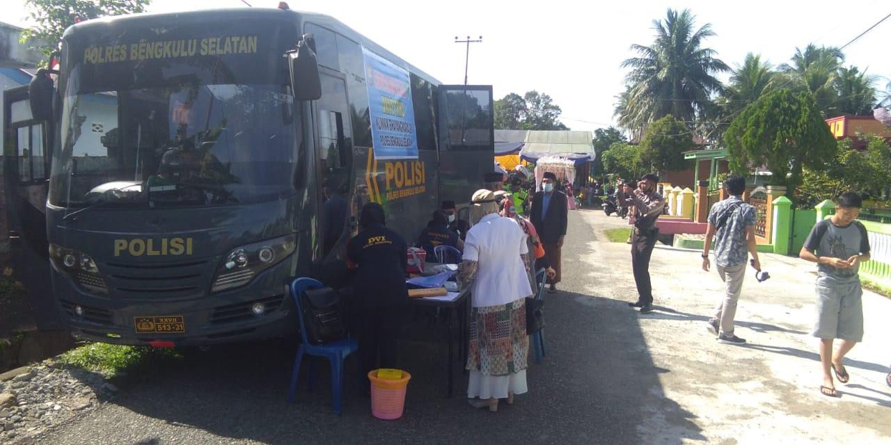 Sasar Lokasi Keramaian, Polres BS Gelar Vaksinasi Drive Thru
