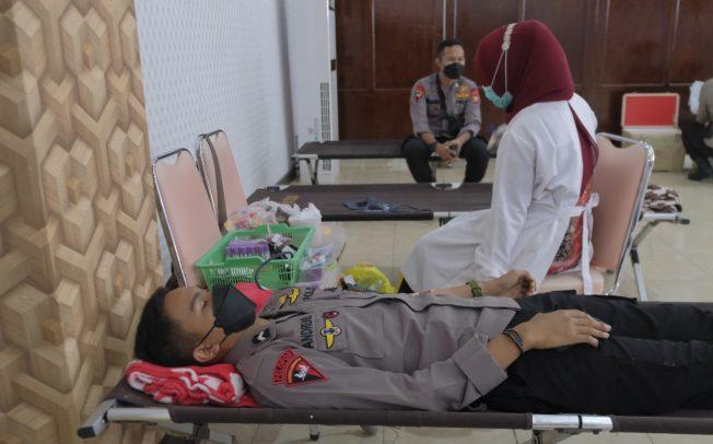 Sambut Hari Bhayangkara Ke-75, Polda Bengkulu Laksanakan Donor Darah