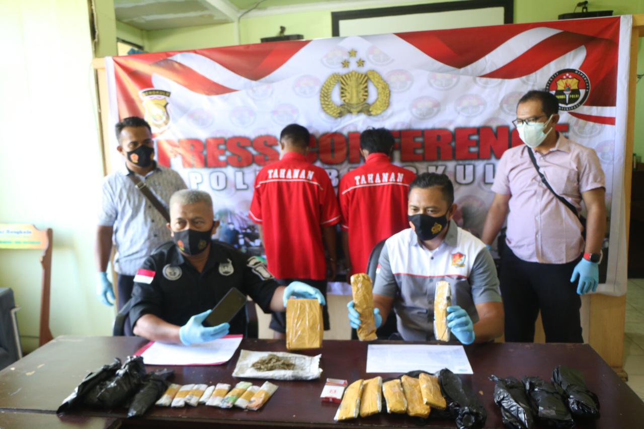 Simpan 25 Paket Ganja, 2 Kuli Bangunan Ditangkap Polisi