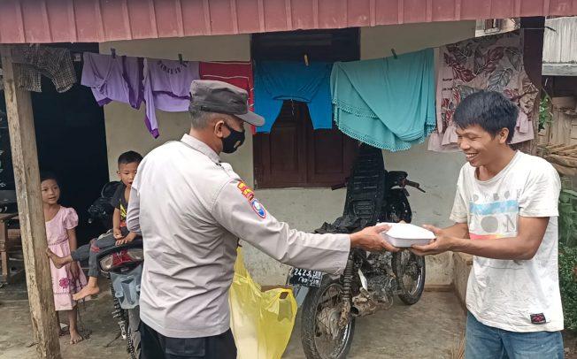 Jum'at Berkah, Polres Benteng Bagikan Nasi Kotak untuk Masyarakat Terdampak Pandemi