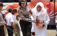 Polisi Ayomi Jamaah Haji Yang Tiba di Kabupaten Lebong