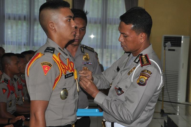 Dir Lantas sematkan Pin Pelopor Keselamatan Berlalu Lintas pada Siswa Bintara
