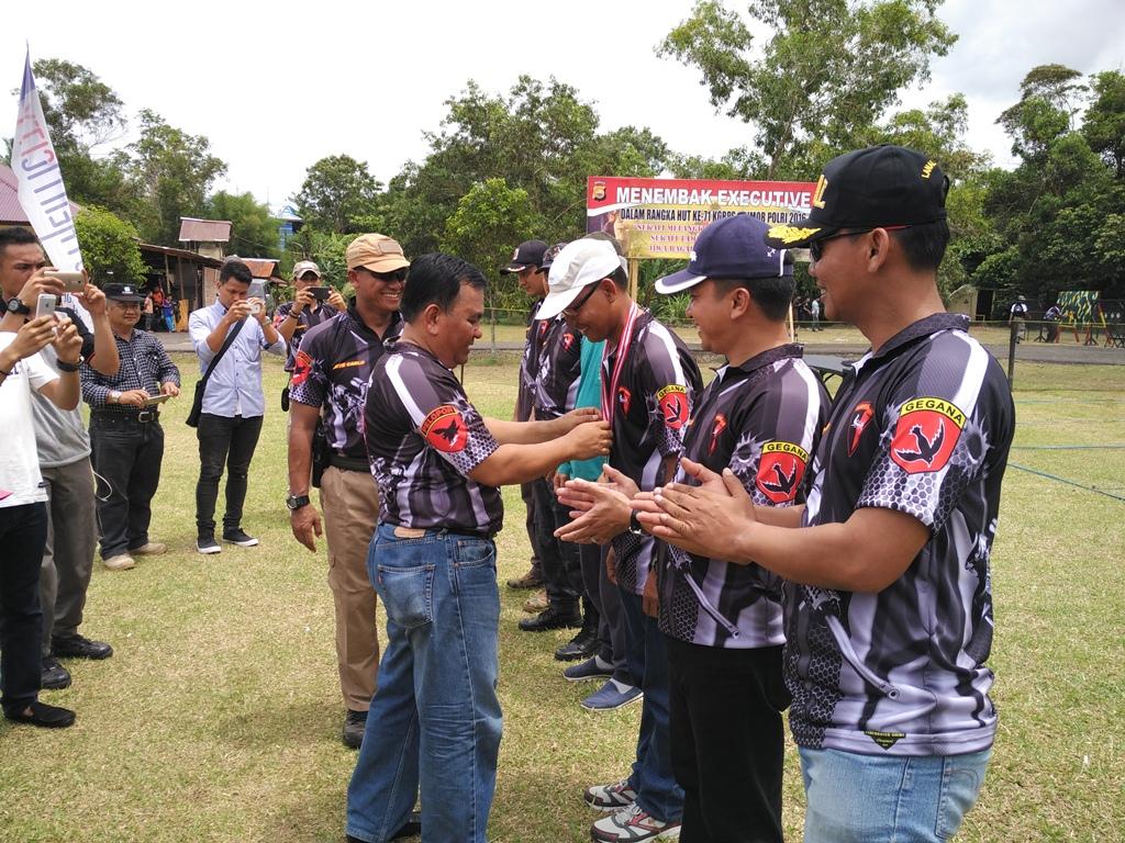 Kabid Humas Polda Bengkulu Raih Juara 1 Lomba Menembak