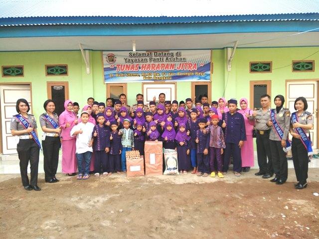 Peringati HUT Bhayangkara Ke 71, Kapolres Bengkulu Kunjungi Panti Asuhan Tunas Harapan Jitra